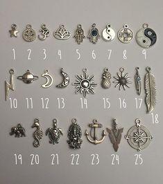 Gestalten Sie Ihren eigenen Charm Halskette/Halsband :)  Was Sie bekommen: ↞ 1 Charm-Anhänger auf Ihren gewünschten Stil Halskette & Länge! ↞ 1 kleines Geschenkbeutel perfekt für Geschenkgeben  Charms: (1) star 2. Frieden (3) Ohm 4. lotus 5. Hamsa - (wieder auf Lager!) 6. Hamsa Evil Eye (EE) (7) Yin-Yang 8. chinesische Münze 9. Yin Yang groß 10. Blitz 11. planet 12. hohlen Mond 13. Mond 14. Sonne 15. Ananas 16. Sonnenblume 17. Feder blau 18. Feder 19. Elefant 20. Seepferdchen 21. Sch...
