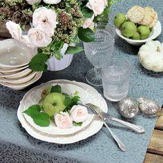 Herbstlich gedeckter Tisch. Jacquard Tischläufer mit Fleckschutz, pflegeleicht und bügelfrei: Sander