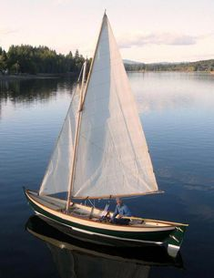 Have you been thinking about building your own boat, but think it may be too much hassle? It is true that boat plans can be pretty complicated. Free Boat Plans, Wood Boat Plans, Boat Building Plans, Duck Blind Plans, Duck Boat Blind, Wooden Speed Boats, Wood Boats, Make A Boat, Diy Boat