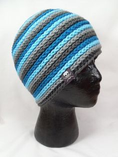 Great pattern and website has Lots of ideas for crochet hats! Crochet Adult Hat, Crochet Winter, Crochet Beanie, Knit Or Crochet, Crochet Scarves, Crochet Clothes, Crochet Stitches, Knitted Hats, Crochet Patterns