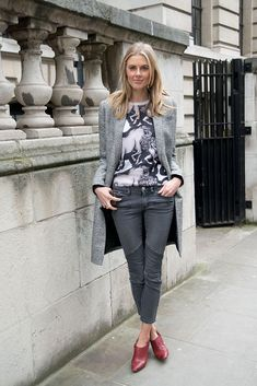 Street style grey jeans outfit