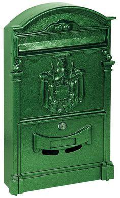 Cassetta postale - Alubox REGIEPOSTE Verde Cassetta dallo stile classico adatta a qualsiasi ambientazione con frontale in pressofusione di alluminio e corpo in lamiera zincata. Dimensioni hxlxp: 41x25,5x8,3 cm.