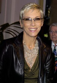 """Annie Lennox   9 Febrauary 2004  great pixie a full decade before our curent pixie trend not sure who did this cut-anyone know?  Born Christmas 1954  Her song, """"Into the West"""" from Lord of the Rings:Return of the King won the Oscar for , Best Original Song at the 76th Academy Awards, Lennox also performed the song live at the ceremony. It also won a Grammy Award at the 47th Grammy Awards for Best Song Written for Visual Media Short Wavy Haircuts, Pixie Hairstyles, Pixie Haircut, Annie Lennox, Cut Her Hair, Hair Cuts, Into The West, Women In Music, Celebrity Style"""
