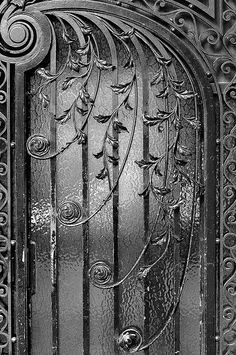Lovely wrought-iron Art Nouveau (¯`' Cool Doors, Unique Doors, The Doors, Windows And Doors, Art Nouveau, Wrought Iron Doors, Metal Doors, Door Detail, Knobs And Knockers