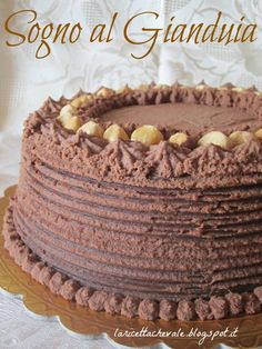2013! Primo post dell'anno! :)Questa è un'altra torta che ho preparato per festeggiare il nuovo anno, una mud cake con mousse al mascarpone e gianduia.E' stato un successone e ve la consiglio perché è molto semplice da realizzare, buonissima e di grande effetto :)MUD CAKE sul blog la ricetta c'è ma la scrivo nuovamente, con qualche dritta in più, per tutti quelli che me l'hanno chiesta(liberamente tratta e parzialmente modificata da Cake Design - Silovoglio- Rizzoli edito...