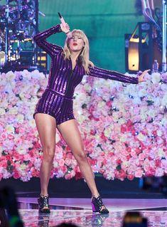 Taylor Swift Legs, All About Taylor Swift, Taylor Swift Concert, Taylor Swift Outfits, Taylor Swift Pictures, Taylor Alison Swift, Live Taylor, Swift Tour, Swift 3