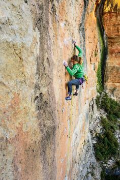 www.boulderingonline.pl Rock climbing and bouldering pictures and news Colette climbs La Ar