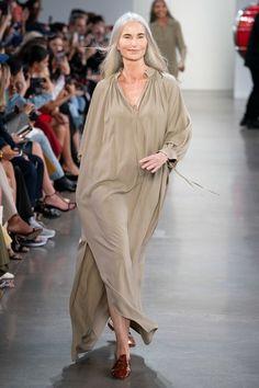 Deveaux Spring 2020 Ready-to-Wear Fashion Show - Vogue Fashion Weeks, Fashion 2020, Runway Fashion, Spring Fashion, Fashion Show, Fashion Design, Fashion Trends, Color Fashion, Women's Fashion