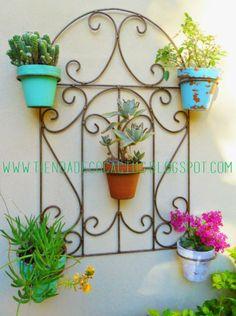 Para renovar el exterior: Tienda Deco C Garden Stand, Iron Furniture, Iron Decor, Garden Features, Garden Trellis, Metal Wall Decor, Plant Holders, Porch Decorating, Plant Hanger