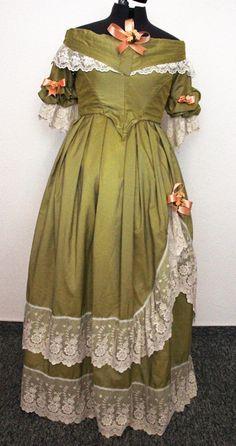 Abendkleid um 1840