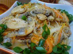 Самый вкусный рецепт фунчозы с грибами о овощами. Сама по себе эта лапша совершенно безвкусная, но если смешать её с овощами и грибами, или с мясом, лапша просто преображается и прекрасно подчеркивает вкус всех составляющих.