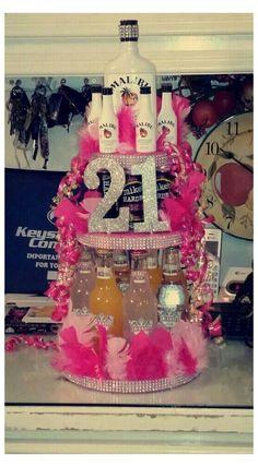 Mom Birthday Gift, 21st Birthday Gifts For Girls, 21st Bday Ideas, Birthday Basket, 21st Birthday Cakes, 21st Gifts, Birthday Parties, 21st Cake, 21st Birthday Ideas For Girls Turning 21