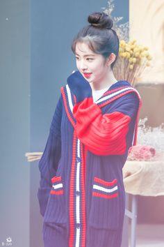 Kpop Girl Groups, Kpop Girls, Korean Girl Groups, Pretty Korean Girls, South Korean Girls, Seulgi, Rapper, Red Velvet Irene, Beautiful Gorgeous