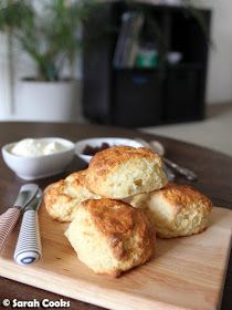 Today's recipe is a teeny-tiny batch of four scones to serve two people! (Or one hungry person, no judgement). They can be made super quick. Pistachio Cheesecake, Light Cheesecake, Pistachio Butter, Milk Recipes, Baking Recipes, Dessert Recipes, Desserts, Banana Bundt, Small Batch Baking