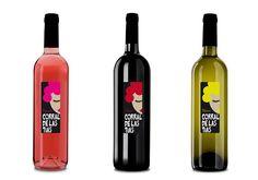 Propuesta imagen desenfadada botellas  vino.