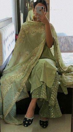 Outfit Designer, Designer Party Wear Dresses, Kurti Designs Party Wear, Pakistani Dresses Casual, Indian Gowns Dresses, Indian Fashion Dresses, Pakistani Dress Design, Party Wear Indian Dresses, Indian Attire