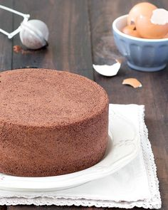 Chocolate Italian Sponge Cake (Pan di Spagna): you only need 4 ingredients for this recipe - no baking powder, no butter, no oil!