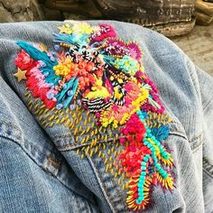 Embroidery Fashion, Embroidery Hoop Art, Beaded Embroidery, Embroidery Patterns, Machine Embroidery, Denim Art, Embroidered Clothes, Textile Jewelry, Fabric Beads