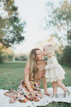 Picnic Photography, Family Photography, Summer Family Photos, Family Pictures, Picnic Photo Shoot, Kids Picnic, Girl Photo Shoots, Family Outfits, Photography Branding