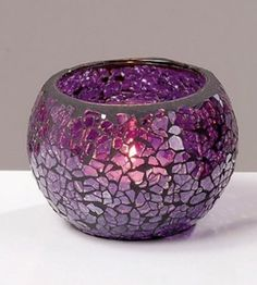Glass mosaic candle votives are used nowadays to decorate many places, especially our homes. They are not only used with classic styled furniture, or places Mosaic Bottles, Mosaic Pots, Mosaic Diy, Mosaic Crafts, Mosaic Glass, Glass Bottle Crafts, Stained Glass Crafts, Glass Painting Designs, Candle Holder Decor