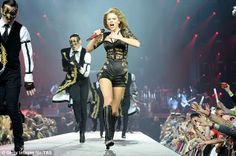 Killer Pic of Taylor singing IKYWT In London via Getty Images via daily mail UK