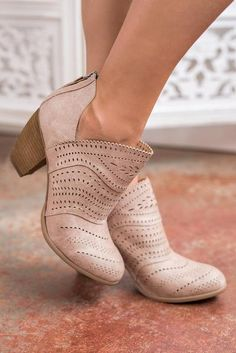 f500a3d75e2d 88 Best Fashion Boots images | Boots, Cute shoes, Outfits
