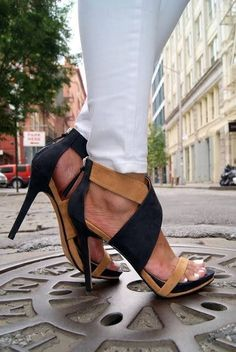 Love these two-toned sandals www.ScarlettAvery.com