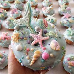3,144 vind-ik-leuks, 60 reacties - Lisa McConniffe 爱 (@lisamcconniffe) op Instagram: 'Mermaid lyfe // *Donut Dreams By @spudnutsdonuts #donuts #mermaid #donutqueen…'