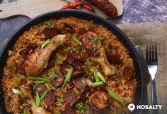 Csirke-egytál kolbászos sült rizzsel