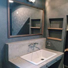 女性で、のモルタル/洗面化粧台/造作洗面台/インダストリアル/バス/トイレについてのインテリア実例を紹介。「洗面化粧台」(この写真は 2015-06-28 23:43:33 に共有されました)