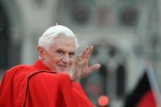 Papst Benedikt XVI soll, so ital. Zeitungen, nicht wegen seines Alters, sondern wegen eines die Kurie beherrschenden Schwulen-Netzwerkes seinen Rücktritt erklärt haben. Und die Prophezeiung des heiligen St. Malachias, wonach die katholische Kirche bzw. das Papsttum mit dem 267sten Papst untergehen wird (Benedikt XVI ist der 266ste), könnte sich tatsächlich erfüllen.    http://chartanalysen-online.de/sternstunde-fur-spekulanten/