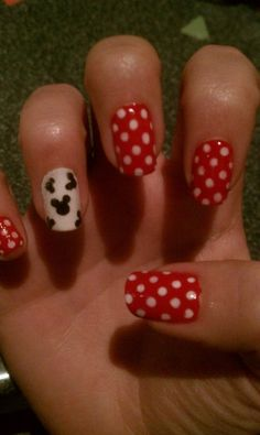 Just did this minus the mickey ears because i don't have black. Minnie Mouse Nails, Mickey Minnie Mouse, Mickey Ears, Disney Halloween Nails, Disney Nails, Scary Halloween, Disney Designs, Nail Designs, Red Nails