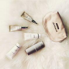 Make my day! #minskatmakeup #makeupbag #travelessentials #italianleather #beigeleather #cosmeticpurse #simplistic #instastyle #fashion #accessories #handbag #bag #Copenhagen #model #danishdesign