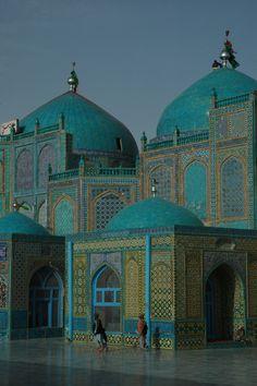 The Shrine of Hazrat Ali aka Blue Mosque in Mazār-e Sharīf, Afghanistan.