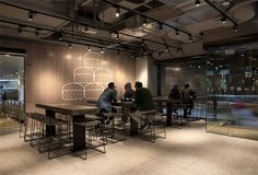 New McDonalds Restaurant Interior Design Is Part of a Smart Rebranding Strategy Mcdonalds Restaurant, Fast Food Restaurant, Restaurant Bar, Showroom Interior Design, Restaurant Interior Design, Interior Shop, Mensa, Hotel Interiors, Ideas
