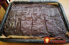Koláč z kyslej smotany na pudingu, u nás mu nepovieme inak ako vidličkový koláč - to je kvôli čokoládovému vzoru, ktorý vždy takto upravíme vidličkou. Goodies, Food And Drink, Baking, Cake, Sweet, Desserts, Basket, Sweet Like Candy, Candy