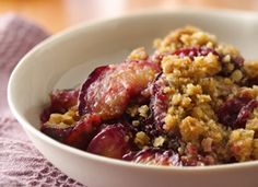 Dessert ready in an hour! Enjoy this delicious plum crisp with oat topping - a baked delight. Plum Recipes, Fruit Recipes, Fall Recipes, Cooking Recipes, Healthy Recipes, Recipies, Dessert Recipes, Plum Crumble, Fruit Crumble