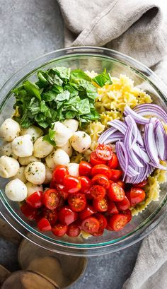Twenty-Minute Tomato, Basil, and Mozzarella Pasta Salad - Baker by Nature Mozzarella Pasta, Tomato Basil Pasta, Tomato Mozzarella Basil Salad, Fresh Mozzarella, Vegetarian Recipes, Cooking Recipes, Healthy Recipes, Vegetarian Side Dishes, Healthy Salads