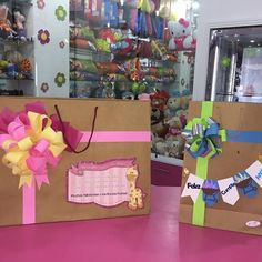 Creaciones D'encantos C.A.  (@dencantos) | Instagram photos and videos Felt Crafts, Diy And Crafts, Spirit Finger, Paper Puppets, Envelope Punch Board, Craft Room Storage, Party Gifts, Baby Shower Decorations, Gift Bags