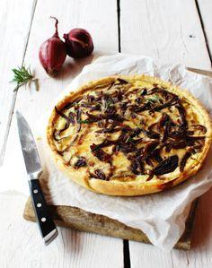 Slaný koláč s karamelizovanou cibulkou , Foto: Tereza Sychrová FOODLOVER.CZ
