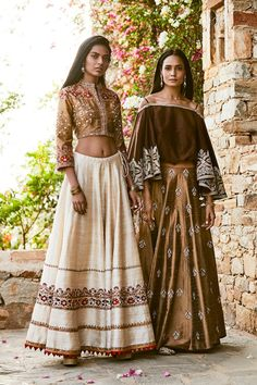 India Fashion, Ethnic Fashion, Indian Dresses, Indian Outfits, Saree Gown, Lehenga Designs, Indian Designer Wear, Indian Sarees, Indian Wear