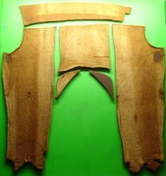 A very good article on the construction of various viking finds of mens pants