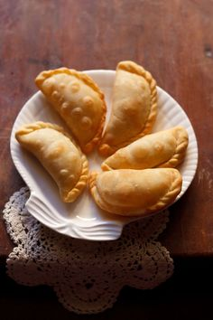 karanji recipe - crisp flaky fried pastry stuffed with desiccated coconut and dry fruits. step by step recipe. Indian Dessert Recipes, Indian Sweets, Indian Snacks, Sweets Recipes, Snack Recipes, Cooking Recipes, Diwali Recipes, Indian Recipes, Jain Recipes