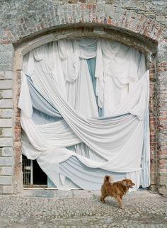 Styling : Pearl & Godiva | Photographer : Elizabeth Messina Elizabeth Messina, Photography Photos, Ireland, Wedding Details, Wedding Ideas, Fun, Wanderlust, Pearl, Altars