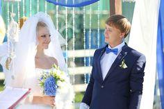 Ровно год назад Павел @pavelkaretskii и Анастасия @anastasiiagraf8285 отпраздновали день своего бракосочетания! Мне посчастливилось быть оформителем этого свадебного торжества! Сегодня, год спустя, хочется от всей души поздравить ребят с первой годовщиной свадьбы! Будьте счастливы и любимы друг другом!🌷👫❤️  Площадка: частный коттедж в д. Юрьево Декор и флористика: @gurudecora Фото: @hvalsky  #gurudecora #julydecor #gurudecora_wed #gurudecora_wedanniversary #anniversary #weddinganniversary…