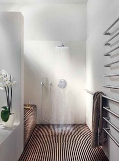 50 Perfectly Minimal Bathrooms To Use For Inspiration - UltraLinx. shower-no door.