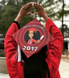 75 Creative Ways to Decorate Your Graduation Cap Creative grad caps are one of the most entertaining parts of graduation. Here are 75 creative ways to decorate your own. Funny Graduation Caps, Graduation Cap Designs, Graduation Cap Decoration, Grad Cap, Graduation Ideas, Decorated Graduation Caps, Graduation Hats, Graduation Parties, Graduation Picture Poses