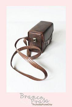 ahhhhh  vintage camera case!