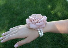 alternative to floral corsage...love it