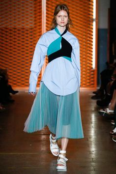 View the complete MSGM Spring 2017 collection from Milan Fashion Week.